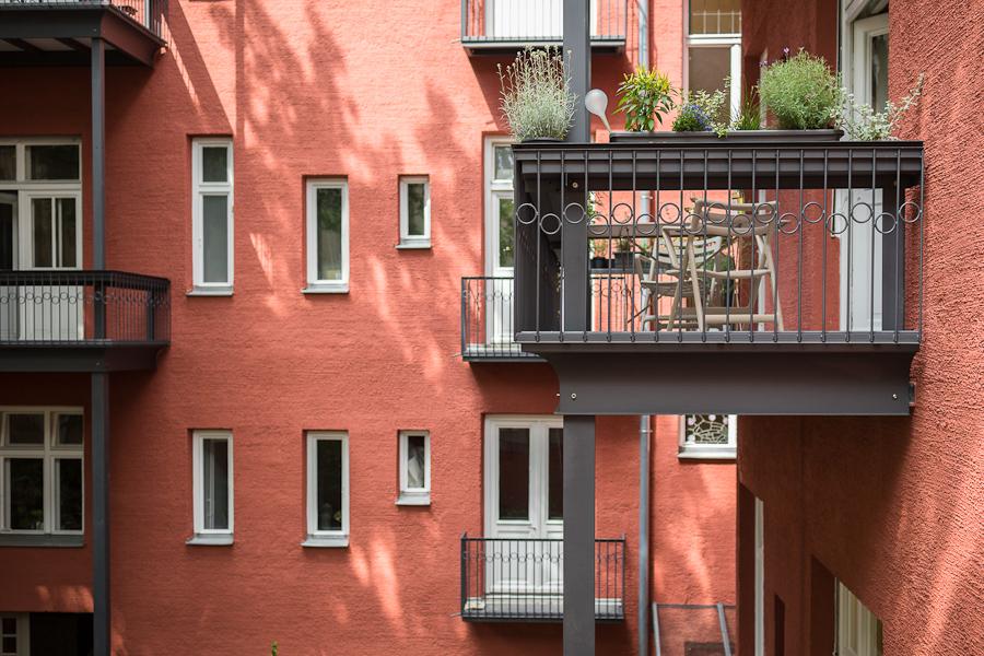 Balkon auf zwei Stützen BALKONRAUM München - KULLA Balkongeländer