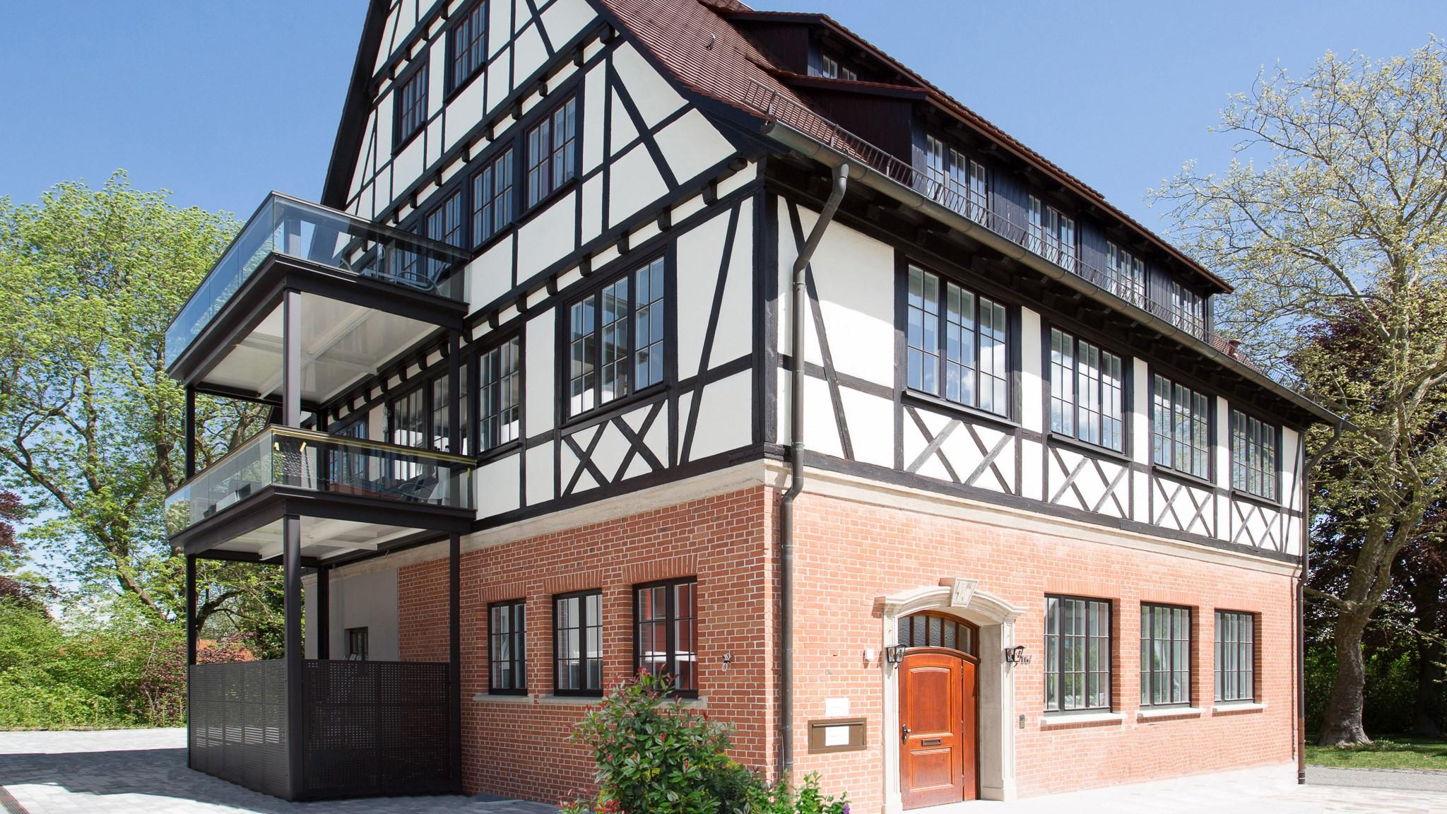 Stahlbalkon aus Stahl München - Denkmalschutz Balkone Fachwerkhaus